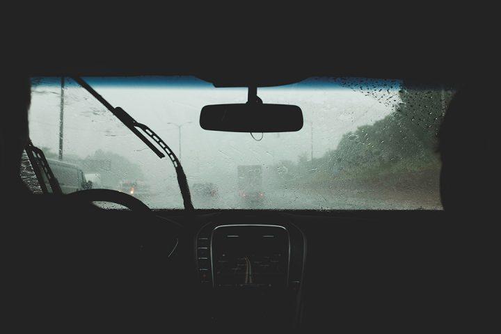 proteger coche de la lluvia
