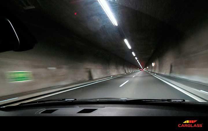 conducir con seguridad en el tunel