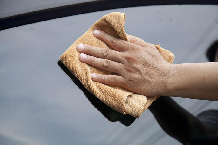trucos para limpiar cristales del coche
