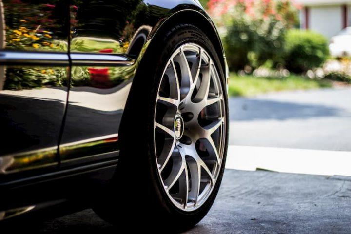 cambiar ruedas traseras por delanteras