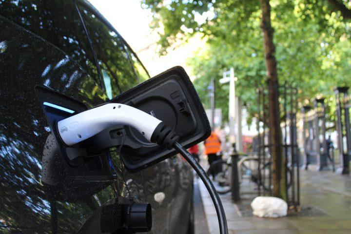 Cómo recargar un coche eléctrico