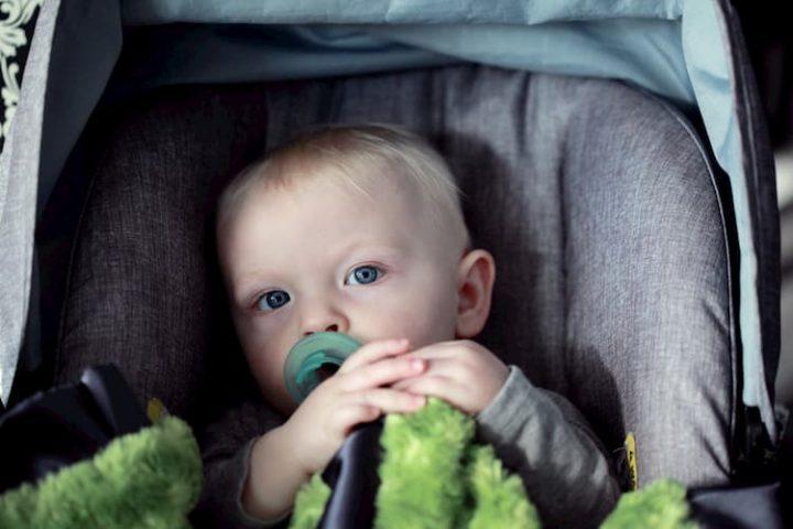 Silla de coche para bebé.