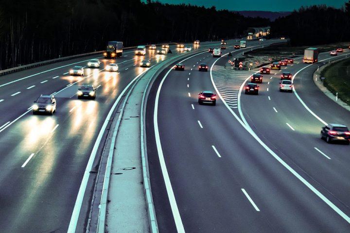 La velocidad mínima en una autopista.
