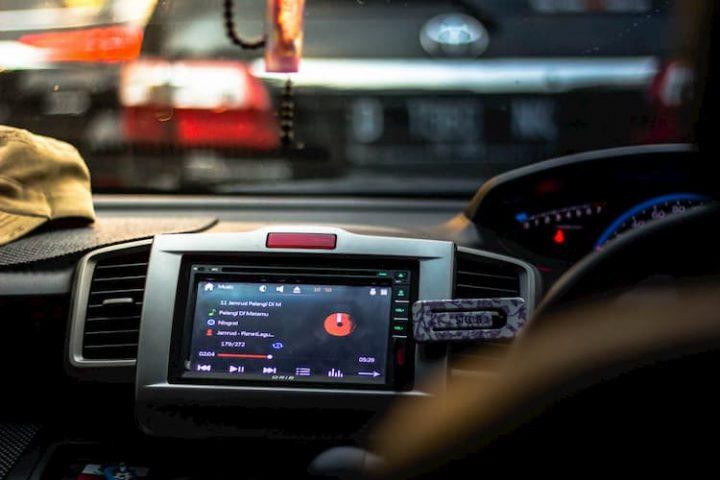 Música para conducir en el coche.