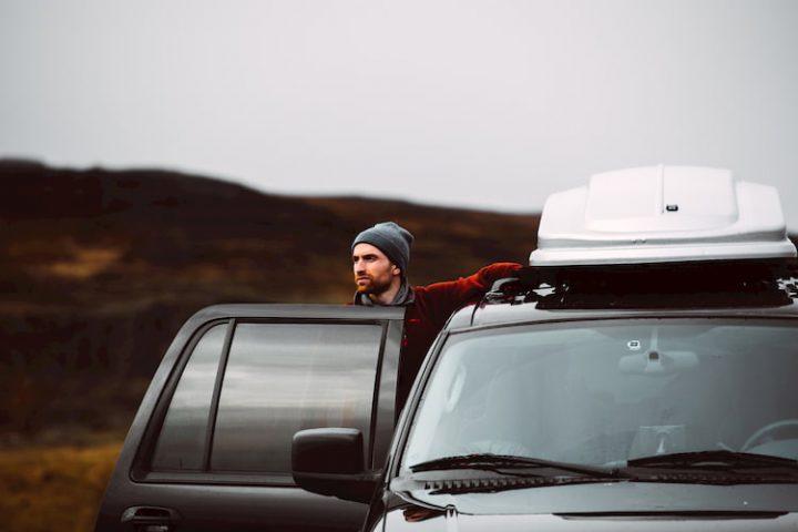Viajar solo en coche.