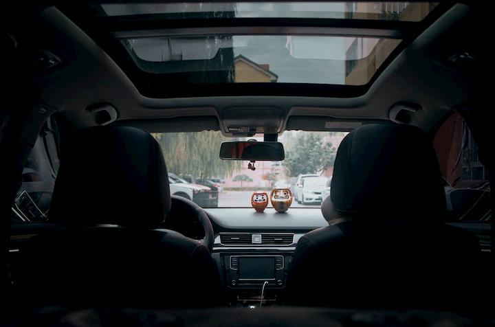 La decoración interior del coche.