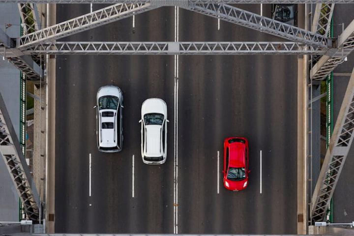 ¿Qué coche se ve mejor en carretera?