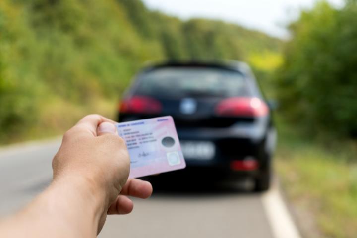 Documentación obligatoria del coche y sanciones por no llevarla