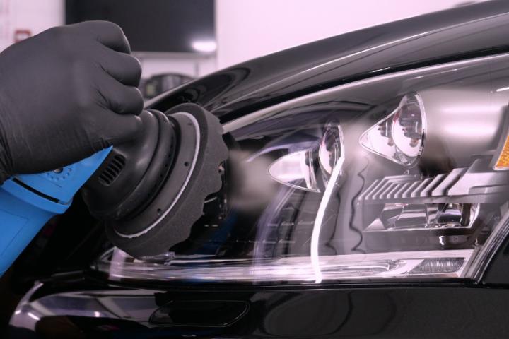 ¿Cómo pulir los faros del coche?