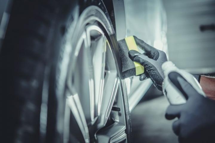 Trucos y consejos para limpiar las llantas del coche