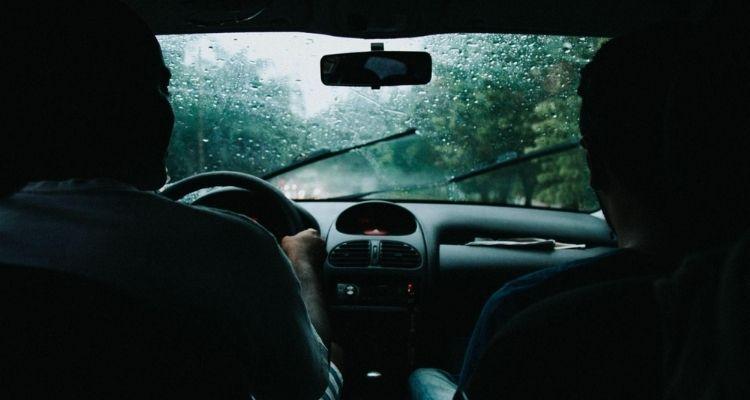 Cómo conducir en medio de una tormenta